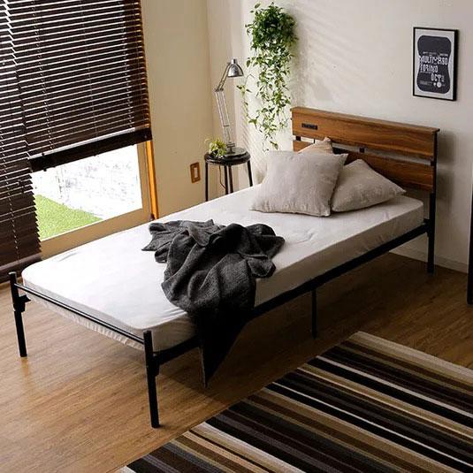 棚コンセント付のスチールベッド