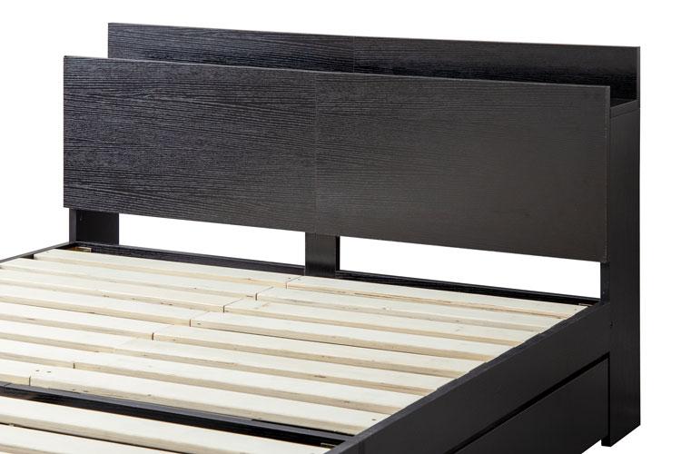 プリント紙を使用したベッドフレーム