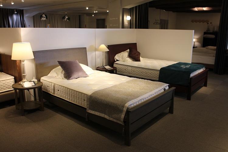 新ベッドフレーム