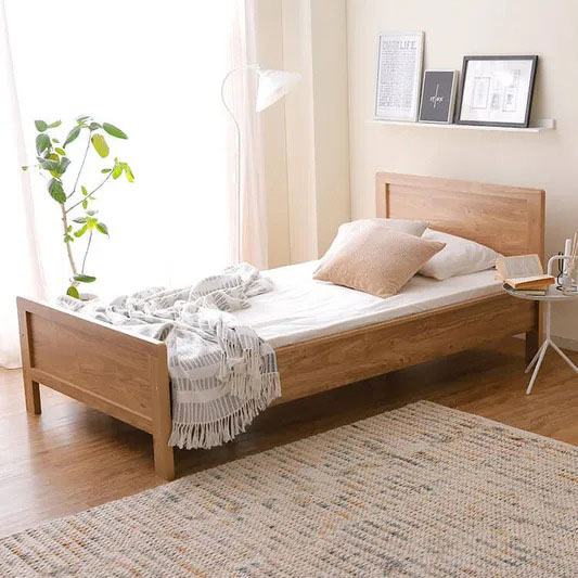 一般的な木製ベッド