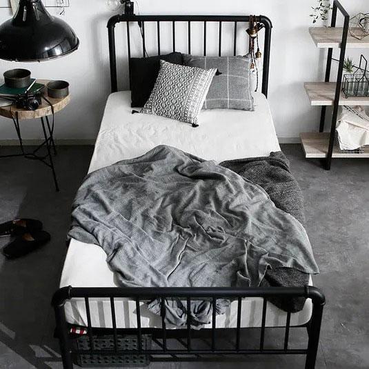 パイプ管デザインのスチールベッド