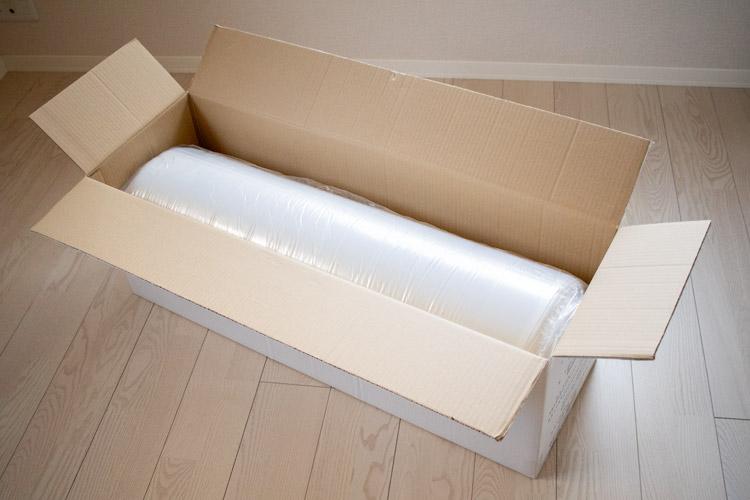 梱包箱を開けてマットレスがお目見え