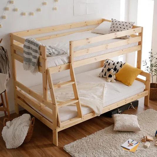 下段がセミダブルの二段ベッド