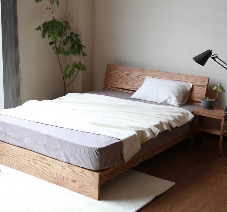 パネルヘッドボードのベッド
