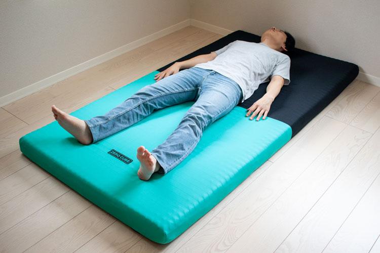 ゼロキューブに寝ている画像