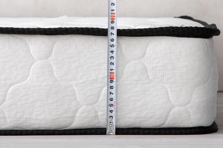 マットレスの厚さの計測