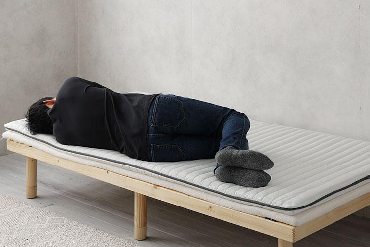 硬めのウレタンマットレス+トッパー(横向き寝)