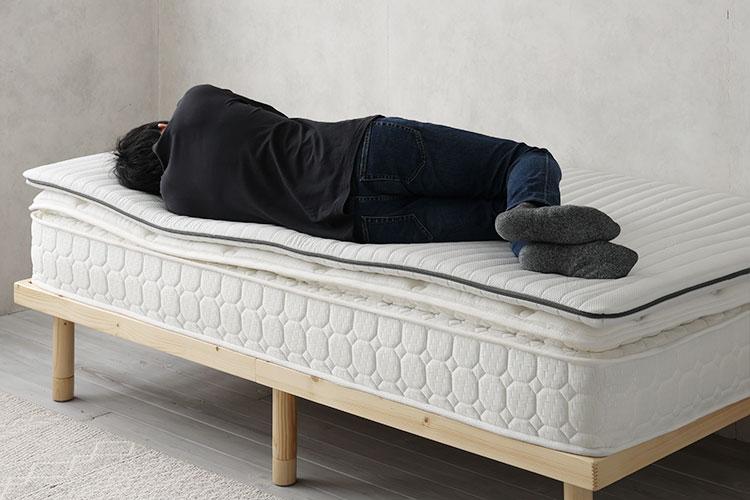 柔らかめのスプリングコイルマットレス+トッパー(横向き寝)