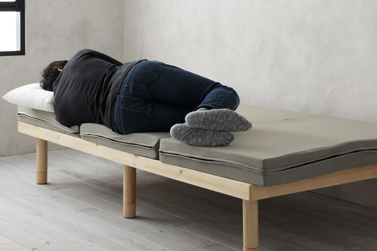 三つ折りマットレスでの横向き寝