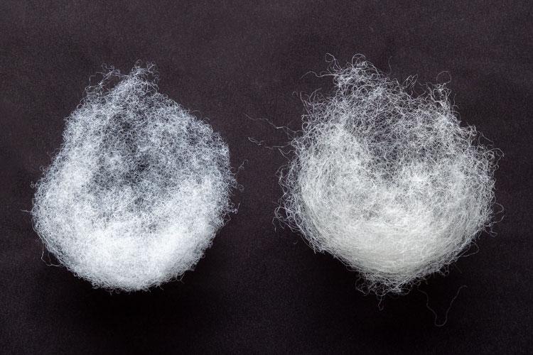 左:春夏(ポリエステル綿)、右:秋冬(羊毛)