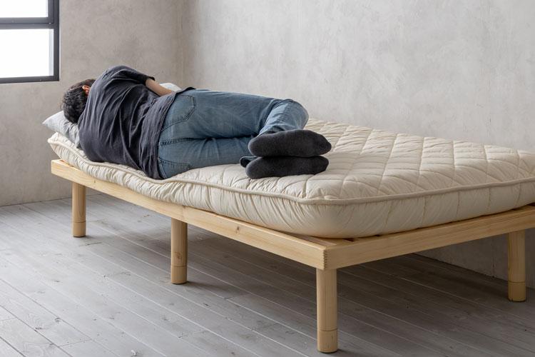 端に寝たときの沈み込み(敷布団)