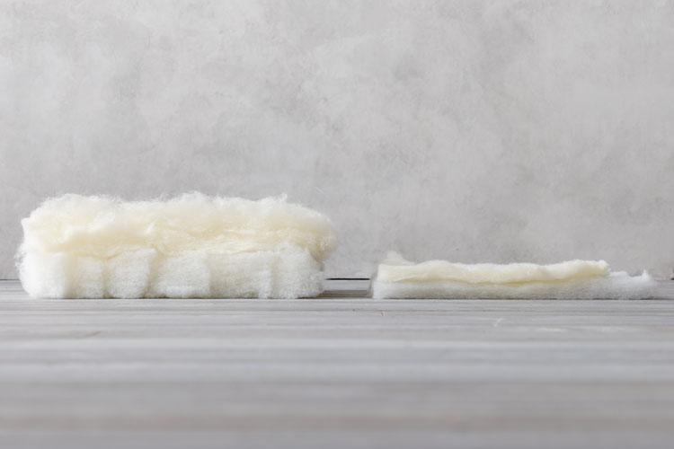 詰め物の量の差(左:敷布団、右:マットレス)