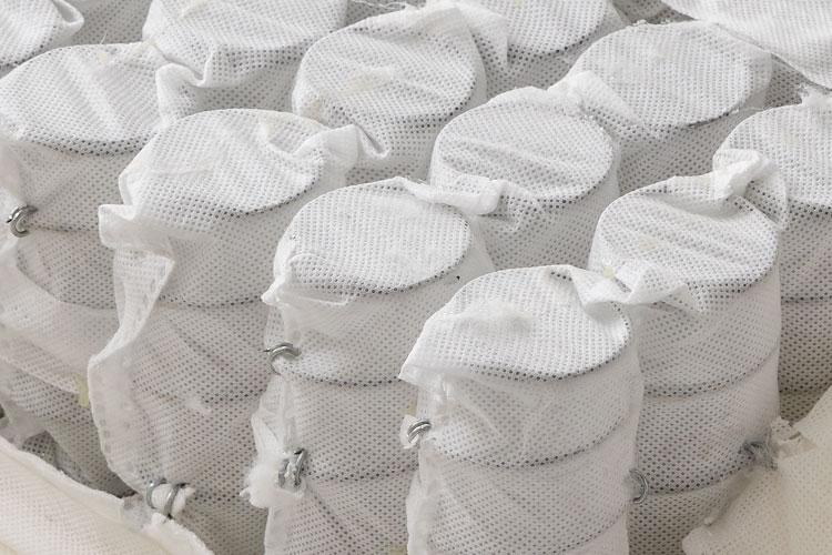 一般的な不織布(メッシュ生地)